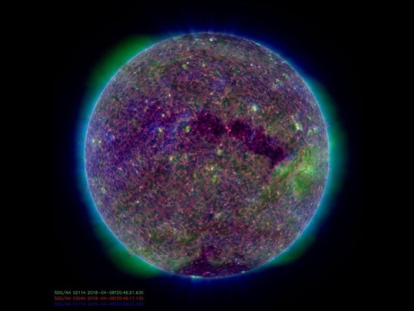 Słońce w dniu 8 kwietnia 2018 (złączenie obrazów z AIA 304, 211, 171) /materiały prasowe