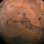 Słone stawy pod powierzchnią Marsa