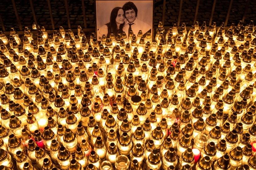 Słowacja: Znicze w hołdzie Janowi Kuciakowi /PAP/EPA