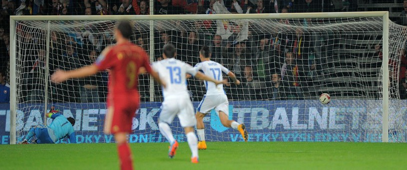 Słowacy cieszą się z pokonania w Żylinie Hiszpanii. /AFP