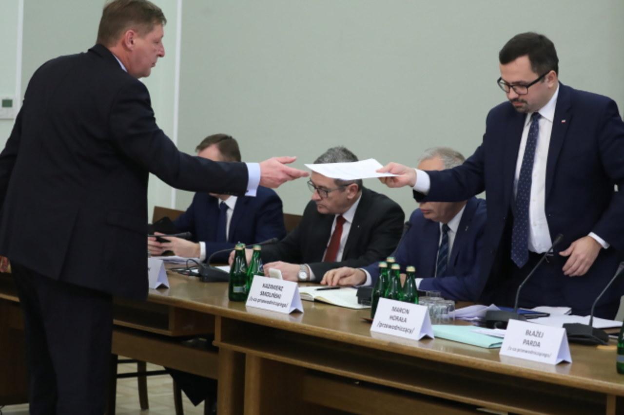 Słowne przepychanki przed komisją VAT-owską: Były wiceminister finansów kontra szef komisji