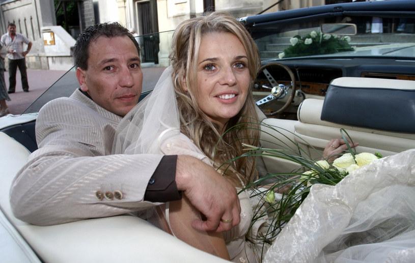 Ślub Agaty Mróz i Jacka Olszewskiego w 2007 roku /Robert Szwedowski /East News