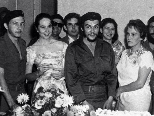 Ślub Che Guevary i Aleidy (z prawej). Hawana, 1959 rok. /AFP