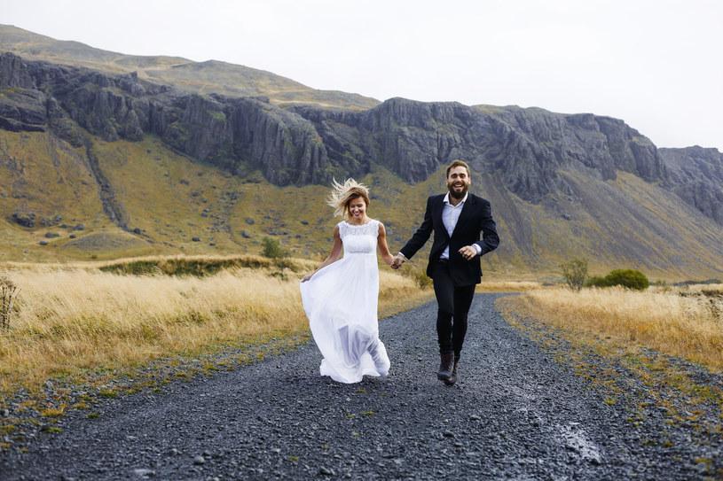 Ślub cywilny na górskim szlaku? Od 2015 roku polskie prawo dopuszcza tę możliwość /123RF/PICSEL