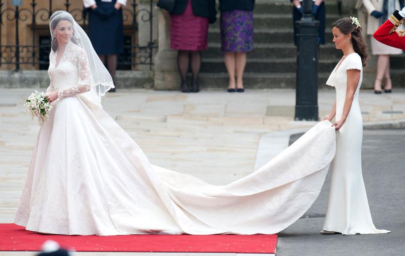 Ślub księżnej Kate i księcia Williama był wielkim wydarzeniem. W drodze do ołtarza przyszłej księżnej towarzyszyła właśnie Pippa /Antony Jones/Julian Parker/Mark Cuthbert /Contributor /Getty Images