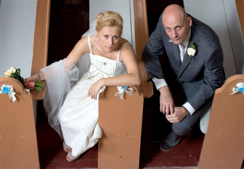 Ślub Mirki (Sylwia Arnesen) i Maćka (Maciej Wierzbicki) /Agencja W. Impact