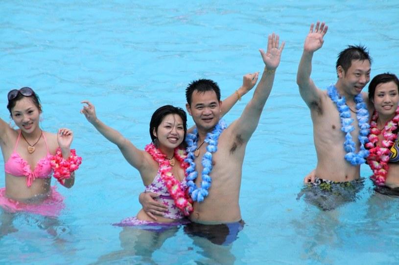 Ślub na basenie /Feng Ming(GUANGDONG) /East News