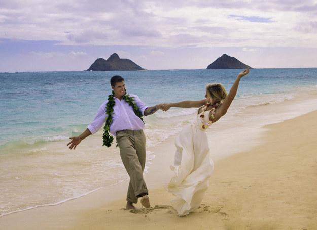 Ślub na Hawajach? Marzenie wielu par... /123RF/PICSEL