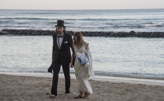 Ślub na plaży? Dlaczego nie! fot. Nicholas Kamm /AFP