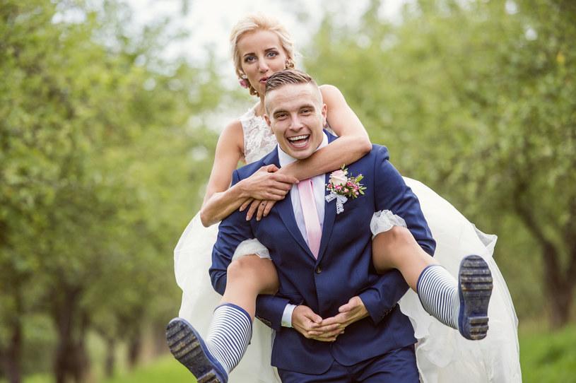 Ślub na szczycie ulubionej góry? Wesele w ogrodzie? Czemu nie /123RF/PICSEL