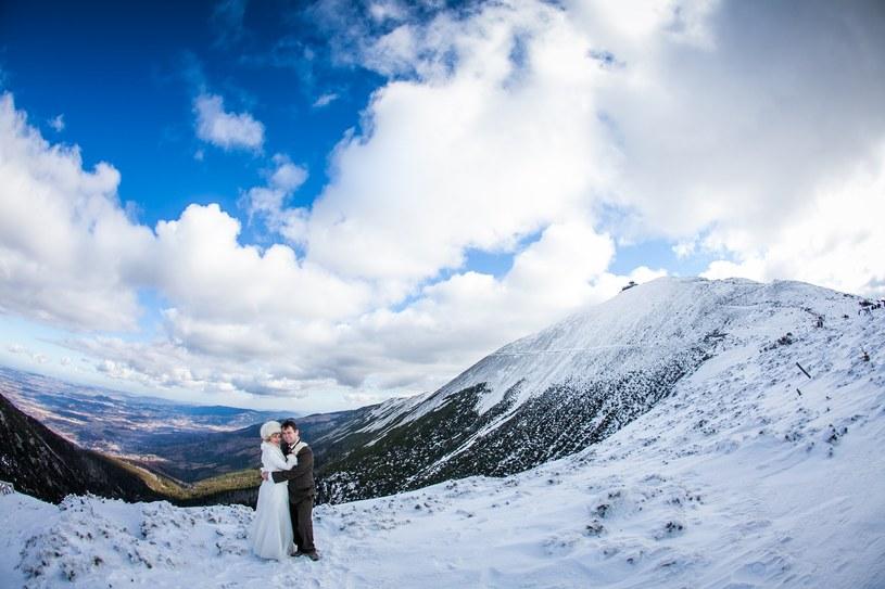 Ślub organizowany w zimie niesie za sobą wiele korzyści /materiały prasowe
