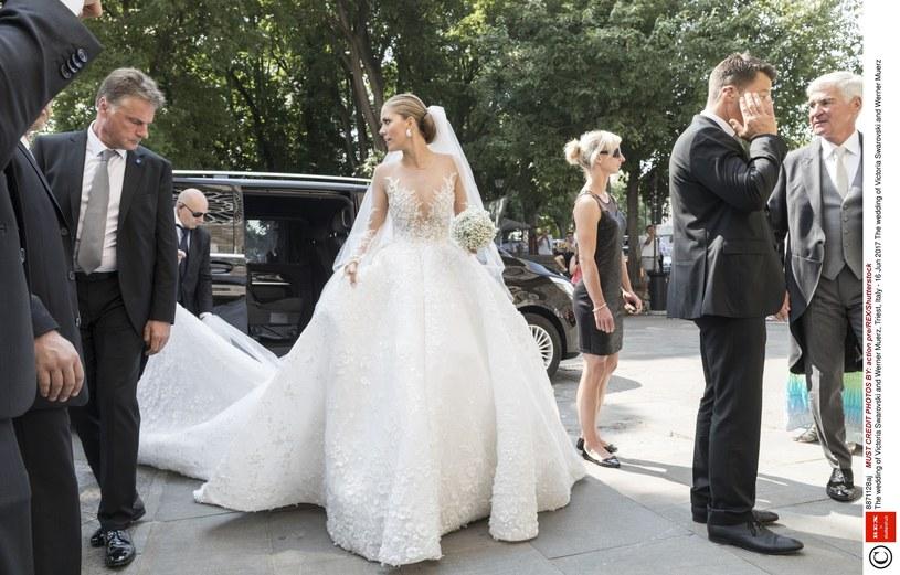 Masywnie Niesamowita suknia ślubna: Kosztowała ponad 3 miliony złotych GK34