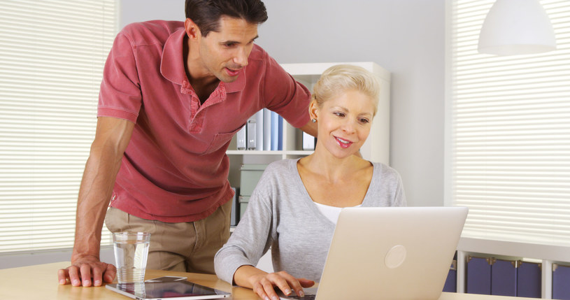 Ślubna strona internetowa to dla wielu zabieganych par wybawienie /123RF/PICSEL