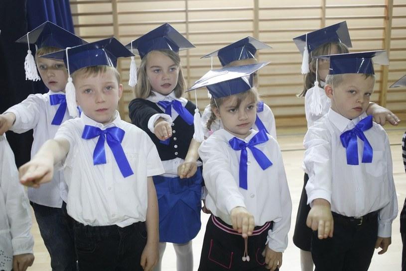 Ślubowanie sześciolatków /Artur Hojny /Agencja SE/East News