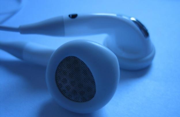 Słuchawki douszne mają niszczycielski wpływ na słuch /stock.xchng