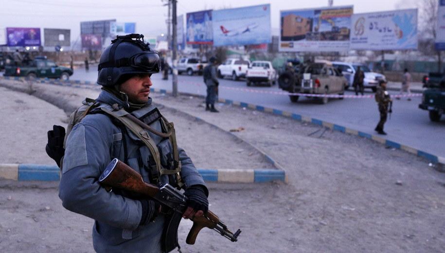 Służby afgańskie w Kabulu /HEDAYATULLAH AMID /PAP/EPA