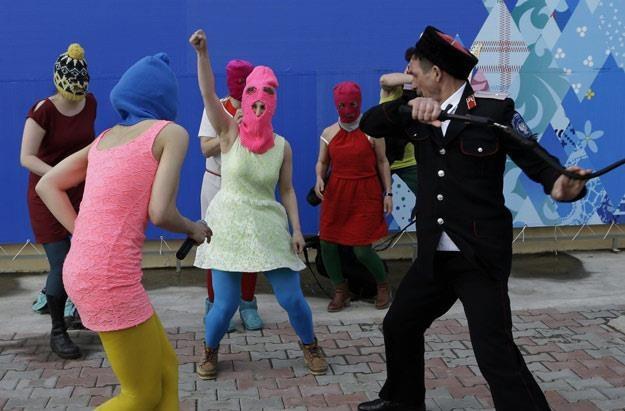 Służby bezpardonowo obeszły się z Pussy Riot (fot. AP/FOTOLINK) /East News