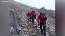 Służby docierają do wraku samolotu w okolicach szczytu Hernio