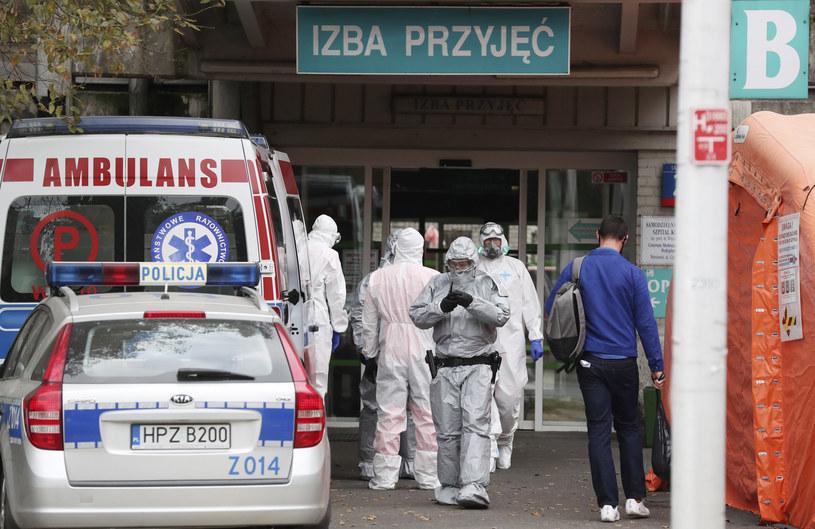 Służby medyczne podczas epidemii koronawirusa w Polsce /AP Photo/Czarek Sokolowski /East News