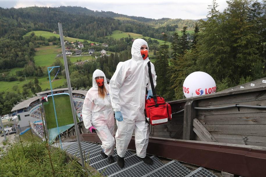 Służby medyczne podczas niedzielnego indywidualnego konkursu Letniej Grand Prix w skokach narciarskich w Wiśle / Grzegorz Momot    /PAP