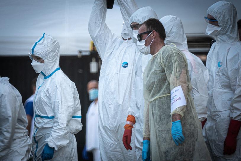 Służby medyczne w jednym z francuskich szpitali /Fabien Pallueau/NurPhoto /Getty Images