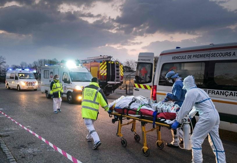 Służby medyczne we Francji /AFP