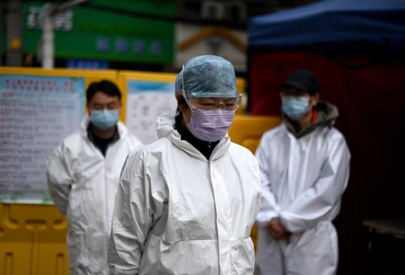 Służby medycznie w Wuhan; zdj. ilustracyjne /NOEL CELIS/ /AFP