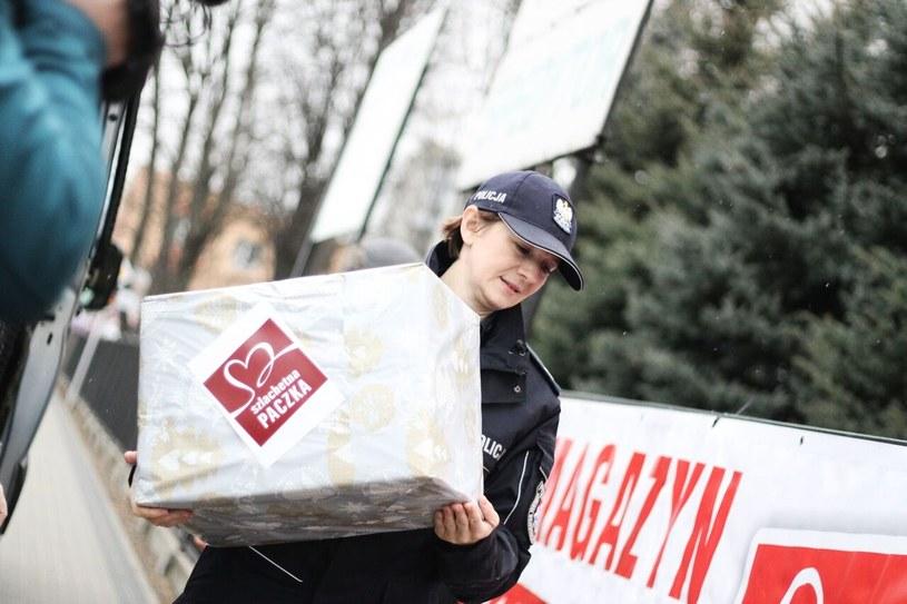 Służby mundurowe biorą udział w Szlachetnej Paczce /Damian Leszczyński  /
