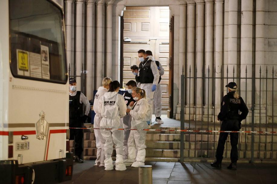 Służby na miejscu ataku w Nicei /SEBASTIEN NOGIER  /PAP/EPA