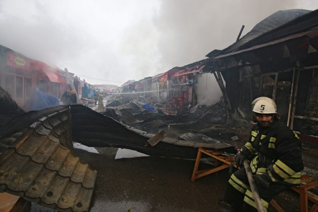 Służby na miejscu ataku /PAP/EPA/KAZBEK VAKHAYEV  /PAP/EPA