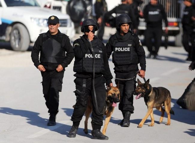 Służby na miejscu ataku /PAP/EPA/MOHAMMED MESSARA /PAP/EPA