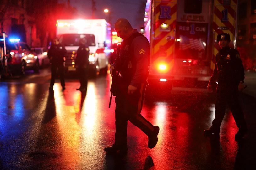 Służby na miejscu, gdzie doszło do strzelaniny /RICK LOOMIS / GETTY IMAGES NORTH AMERICA / AFP /AFP