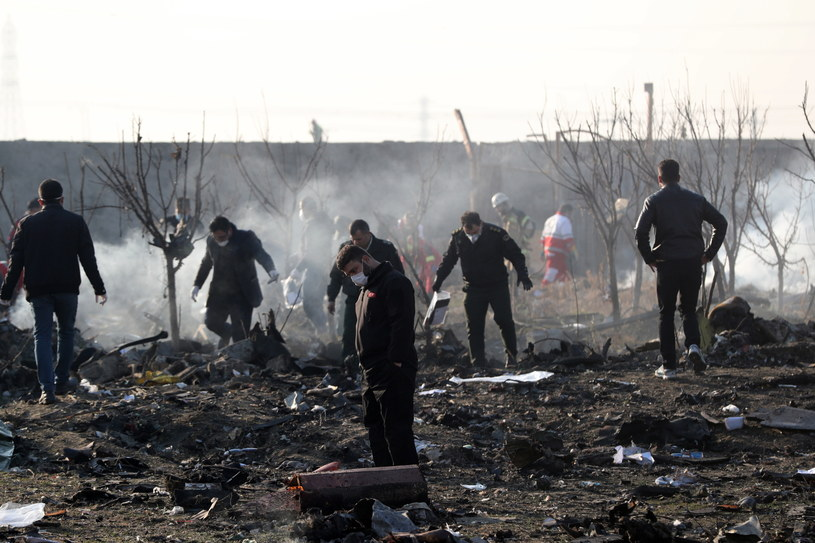 Służby na miejscu katastrofy /Abedin Taherkenareh   /PAP/EPA
