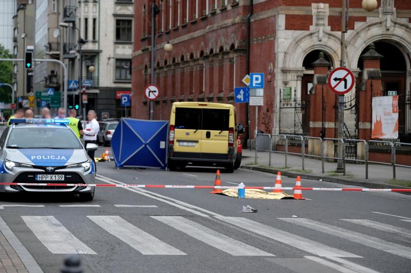 Służby na miejscu śmiertelnego wypadku w Katowicach /PAP/Hanna Bardo /PAP