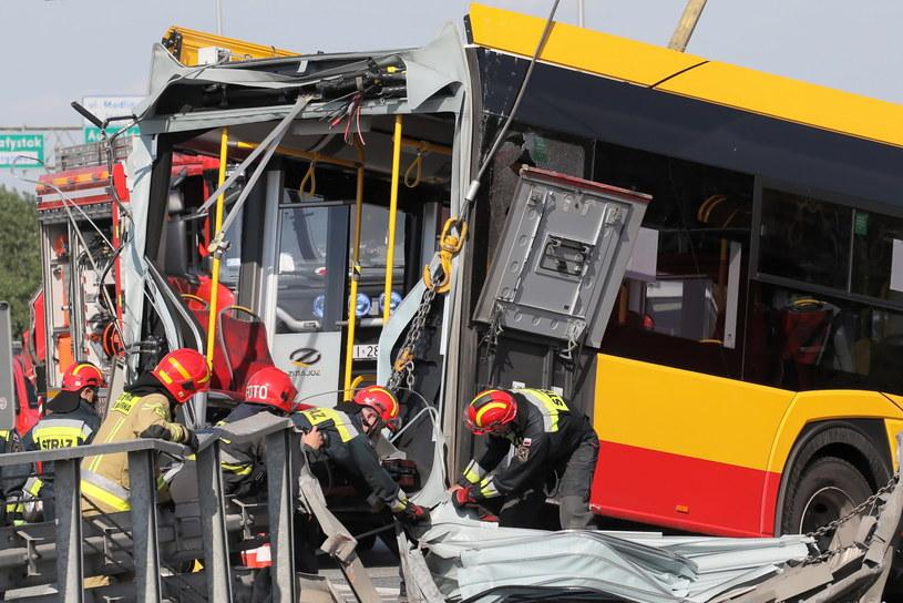 Służby na miejscu wypadku autobusu miejskiego w Warszawie /Paweł Supernak /PAP