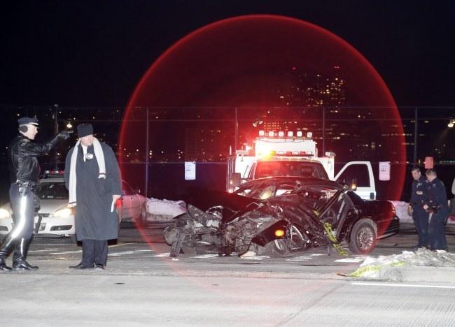 Służby na miejscu wypadku /PAP/EPA/JASON SZENES  /PAP/EPA