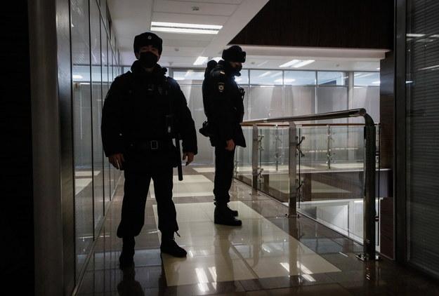 Służby odwiedziły też siedzibę sztabu Nawalnego /YURI KOCHETKOV /PAP/EPA