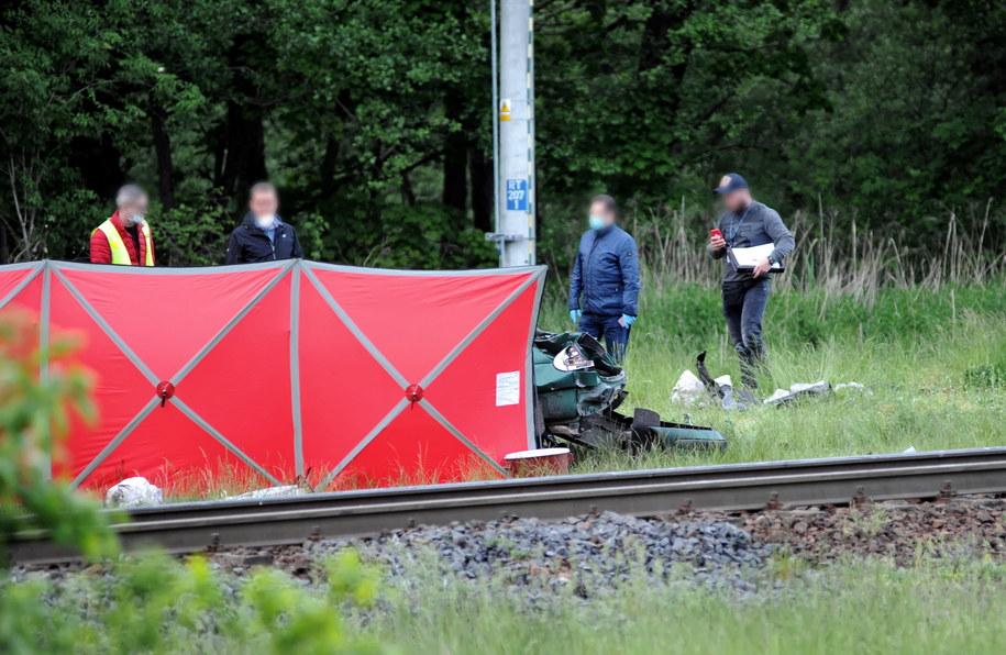 Służby podczas akcji na miejscu śmiertelnego wypadku w Dunowie /Marcin Bielecki   /PAP