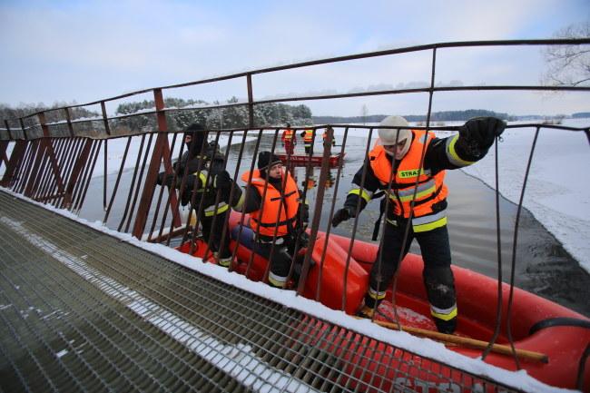 Służby podczas poszukiwań na rzece Liwiec /PAP/Leszek Szymański /PAP