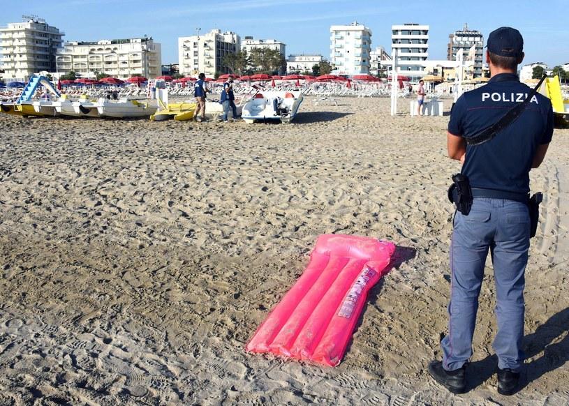 Służby policyjne w dzielnicy Miramare w Rimini (Włochy), gdzie doszło do brutalnego napadu na młode, polskie małżeństwo. /Manuel Migliorini/ANSA/AP /East News