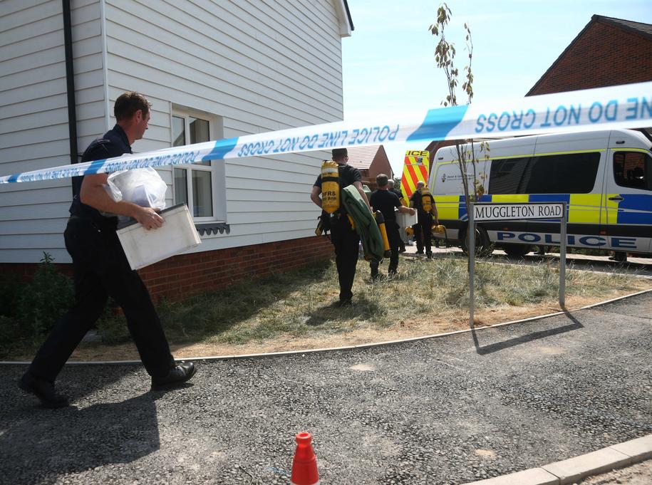 Służby przeszukują dom zatrutego nowiczokiem mężczyzny /YUI MOK /PAP/EPA