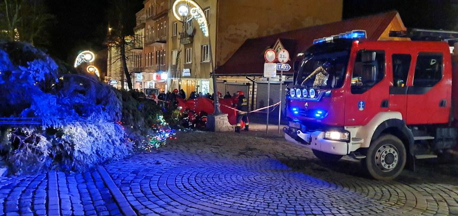 Służby ratunkowe na miejscu wypadku na Krupówkach w Zakopanem /Józef Niedziałek /PAP