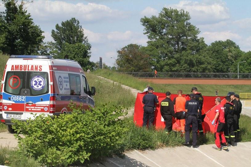Służby ratunkowe na miejscu zdarzenia /JAROSLAW JAKUBCZAK / POLSKA PRESS /East News