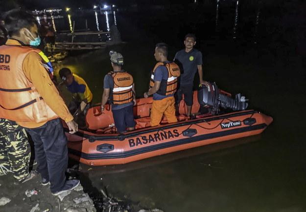 Służby ratunkowe podczas poszukiwań turystów /BASARNAS HANDOUT /PAP/EPA