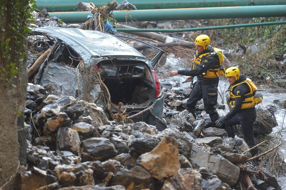 Służby ratunkowe pracujące w Genui //LUCA ZENNARO /PAP/EPA
