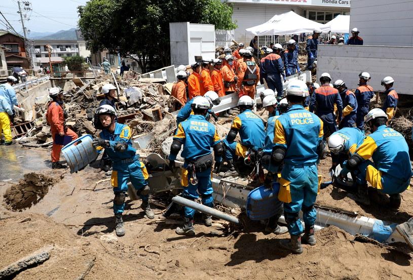 Służby ratunkowe szukają zaginionych po ulewnych deszczach w Hiroshimie /JIJI PRESS /PAP/EPA