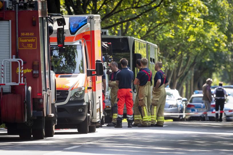 Służby ratunkowe w pobliżu miejsca, gdzie doszło do ataku /PAP/EPA/FELIX KOENIG /PAP/EPA