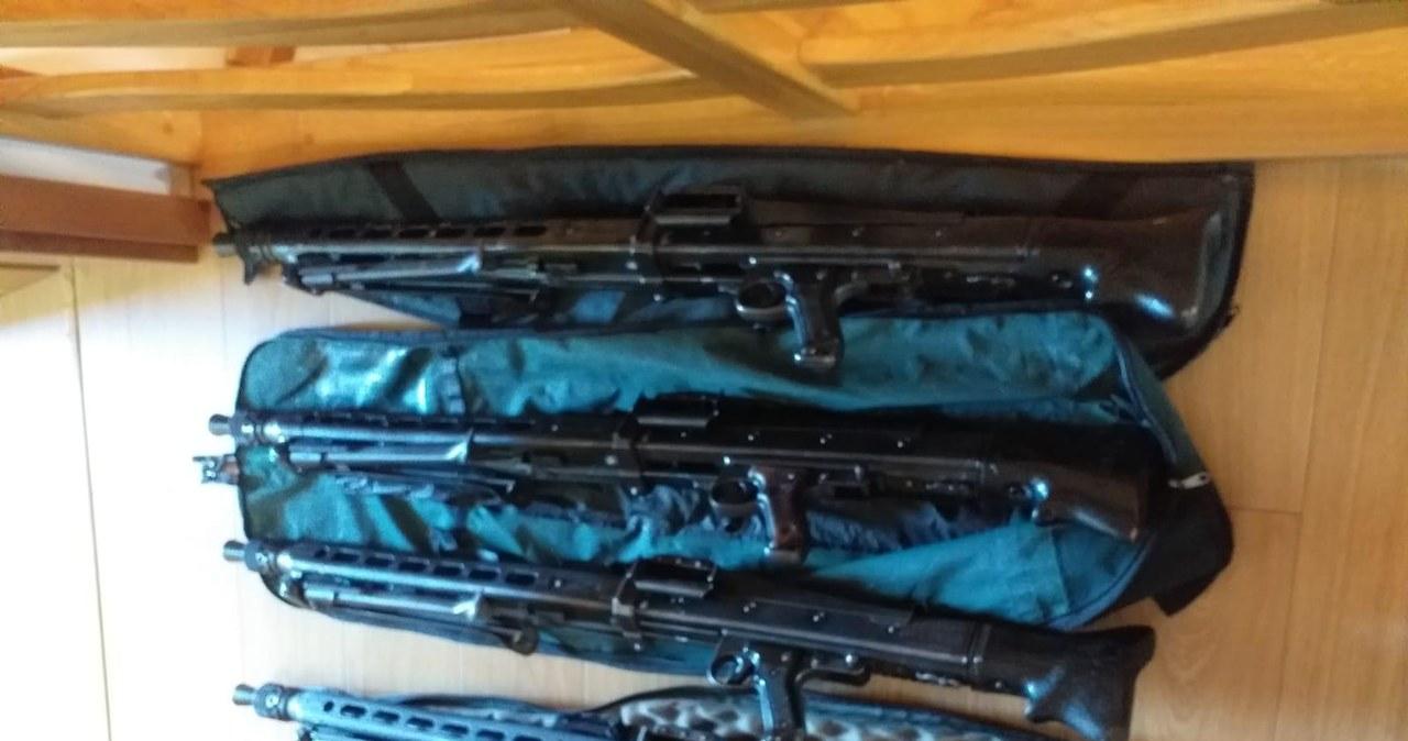 Służby rozbiły gang handlarzy bronią. Przejęto m.in. kilka tys. sztuk amunicji