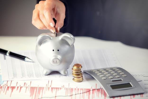 Służby skarbowe uparcie każą rozdzielać dochód wynikający z należności podstawowej /©123RF/PICSEL