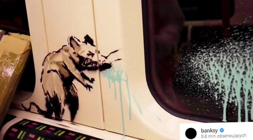 Służby sprzątające metro usunęły namalowaną tam nową pracę Banksy'ego /Instagram /